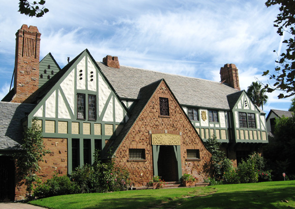 Historic house colors movie star tudor historic house for Features of old houses